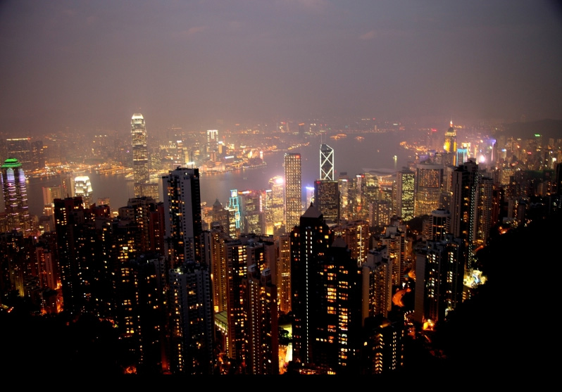 香港島やトラムで山頂へ行き、100万ドルの夜景を堪能しました。