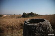 ラオスの秘境!ジャール平原に無数に広がる謎の石壺群を自転車で巡る