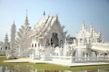 チェンライのキモ美しい白い寺院、ワット・ロン・クンへ