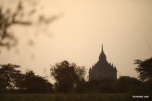 【バガン】美しいが感動せず。絶景の夕日と朝日を淡々と写す旅
