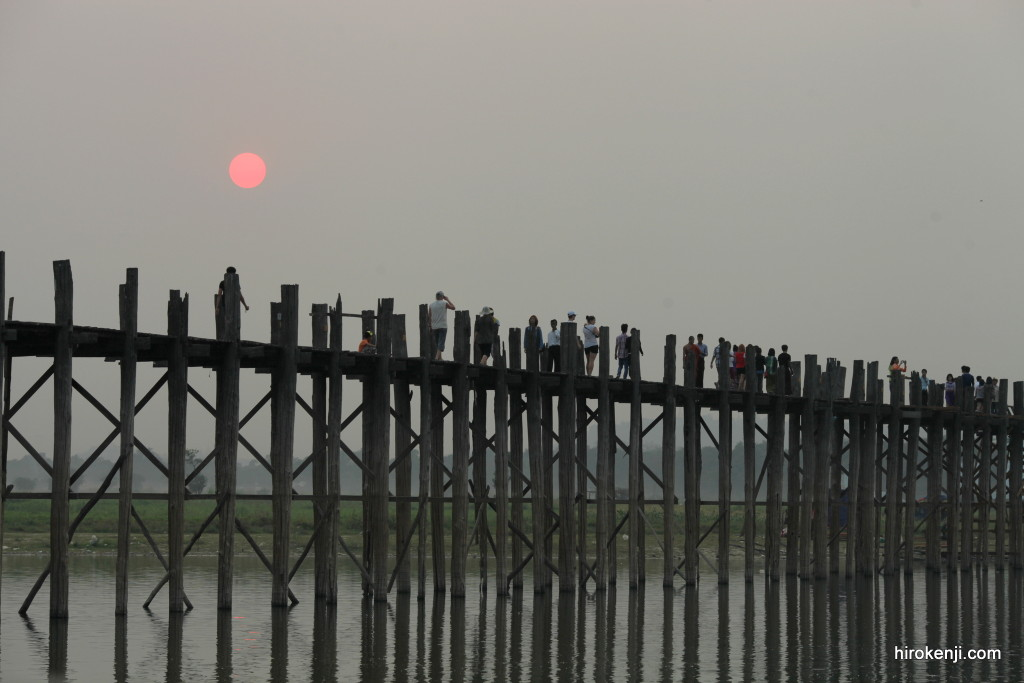 【絶景夕日スポット】赤く染まるウーベイン橋の夕暮れとマンダレー観光