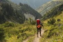 キルギス・アラアルチャ国立公園のトレッキングで遭難しかけて凍えてしまう
