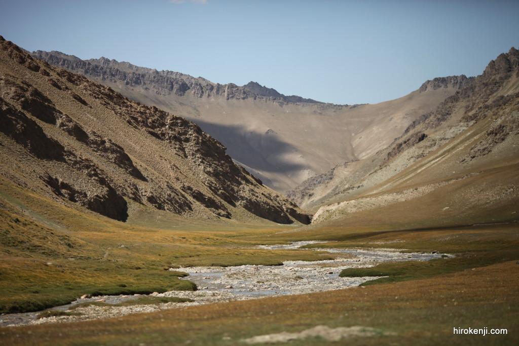 キルギス観光ツアー・標高4000Mチャタルクル湖への超過酷トレッキング