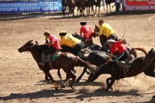 キルギスの伝統競技コクボル・頭を切った山羊をボールで使うスポーツに仰天した