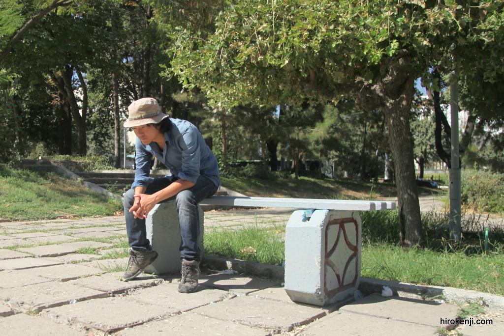 キルギスからウズベキスタンへ混沌とした国境とタシケントでのビザ申請