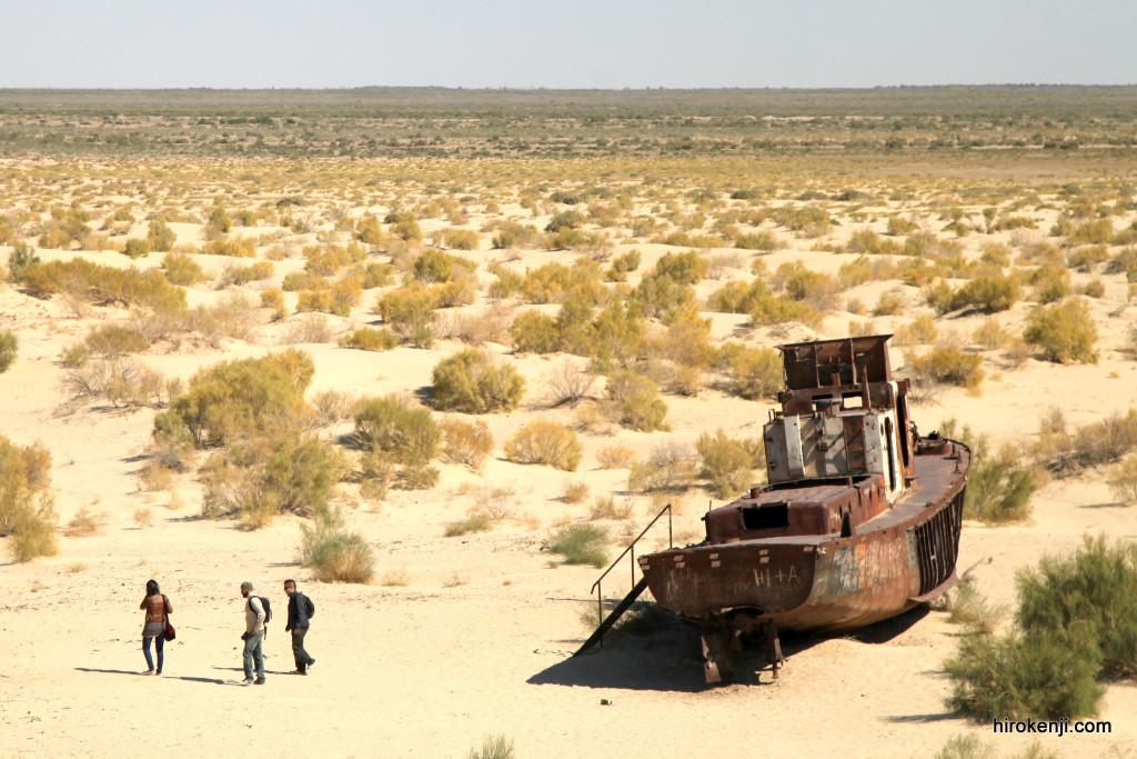 アラル海「船の墓場」の行き方と哀愁漂う場末のヌクス