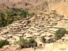 イラン・奇妙なサラグハセイエド(Sar Agha Seyyed)の風景〜屋根と道の家の暮らし〜