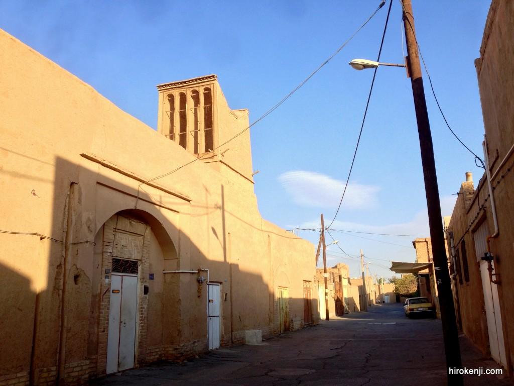 ヤズド・沈黙の塔〜かつての鳥葬場と土の街並み