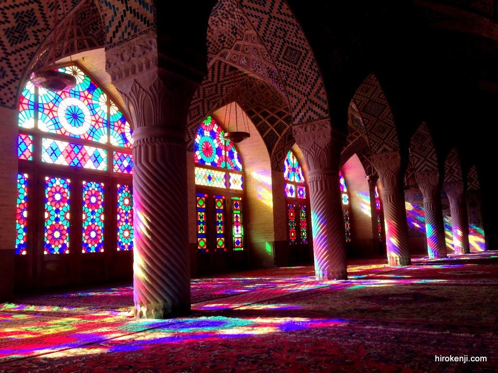 シーラーズ観光・腹の立つイラン人達と虹色のステンドグラス輝くモスク