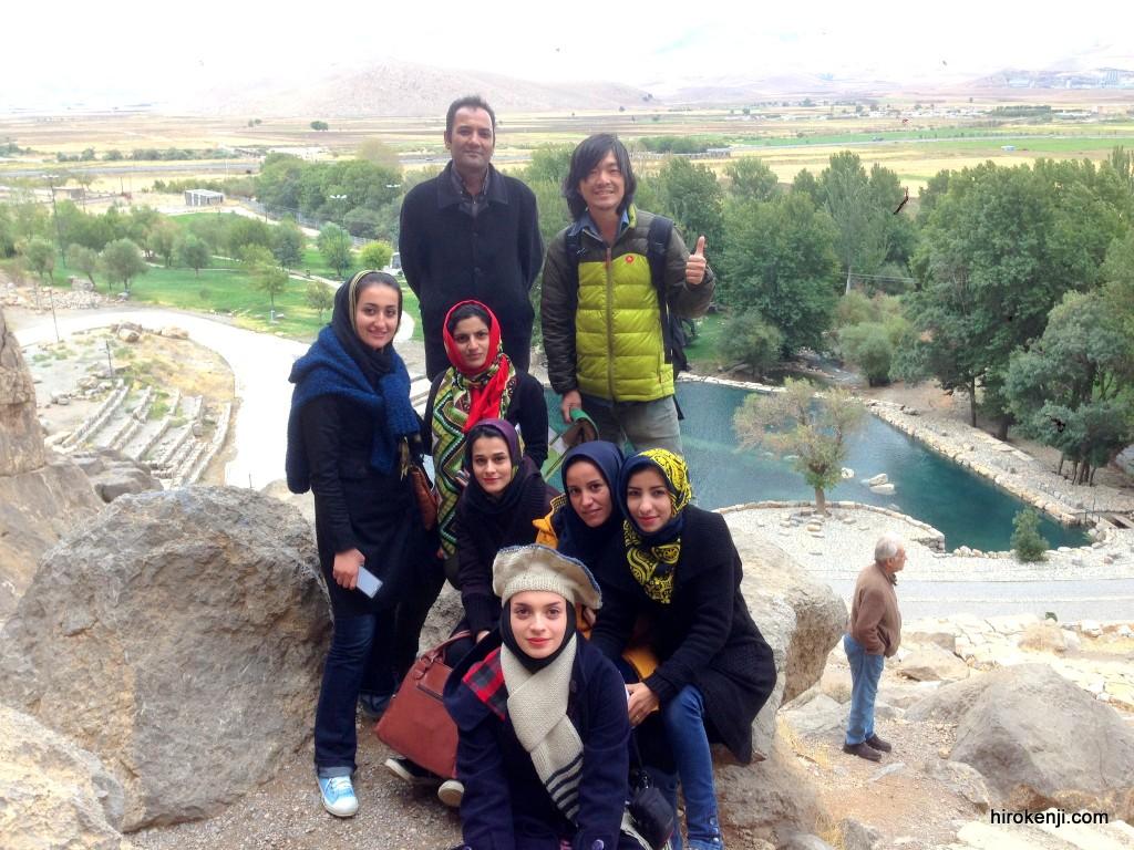 イラン・ケルマンシャーの若者集団に囲まれて危険極まりない