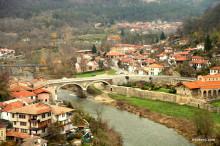 ブルガリア・丘と川に囲まれたヴェリコタルノヴォに残る中世の街並みと廃墟
