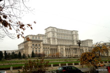 発見!ルーマニアの首都ブカレストでみたマンホールチルドレンの棲家の入口