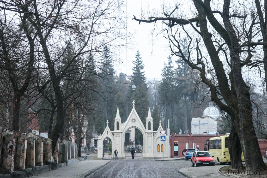 10リチャキフ墓地正門
