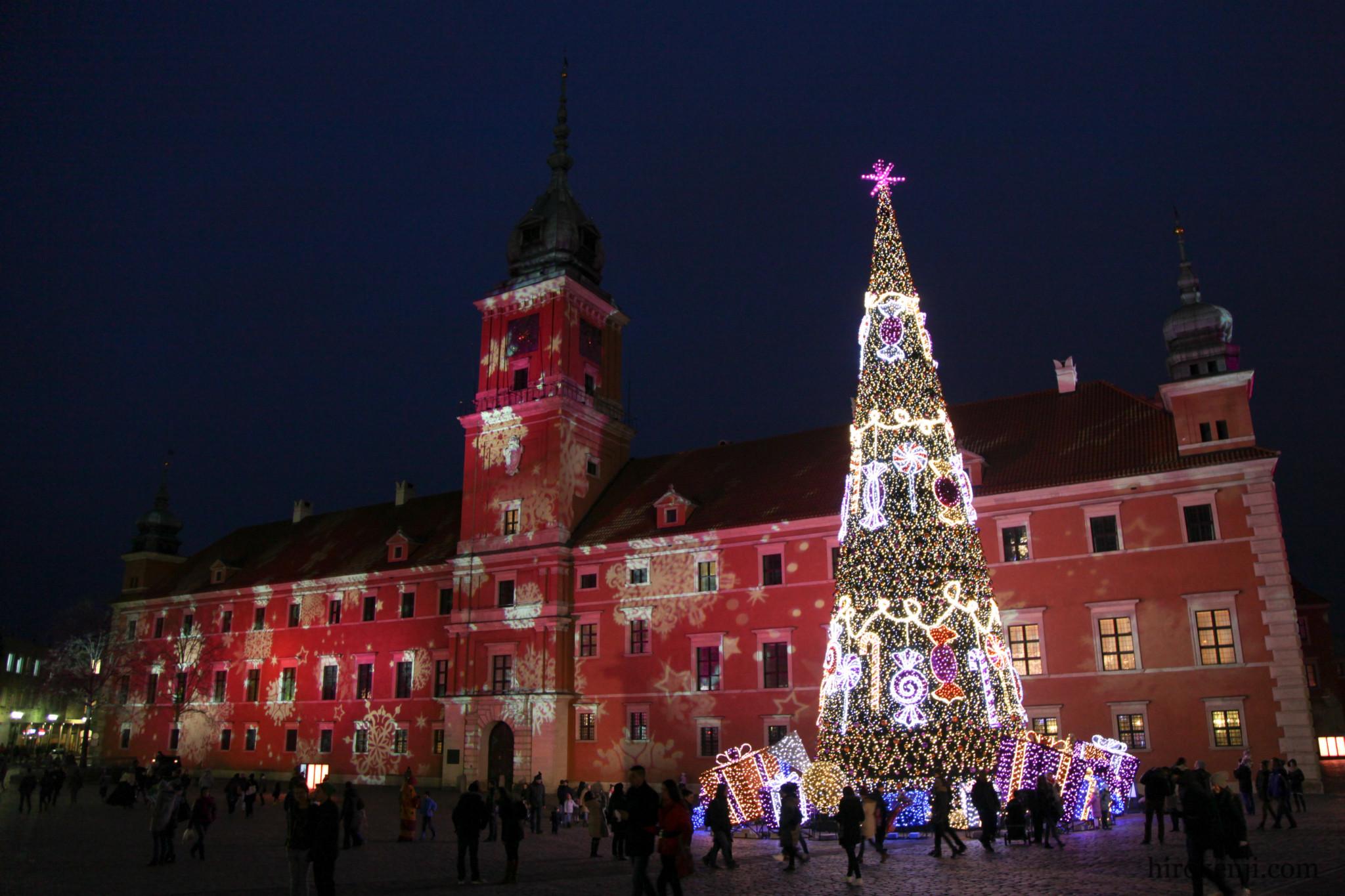 ワルシャワの旧市街の夜景