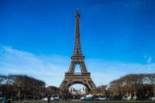 フランスのパリの凱旋門で年越し!エッフェル塔の下で怪しい詐欺ゲームに騙されません