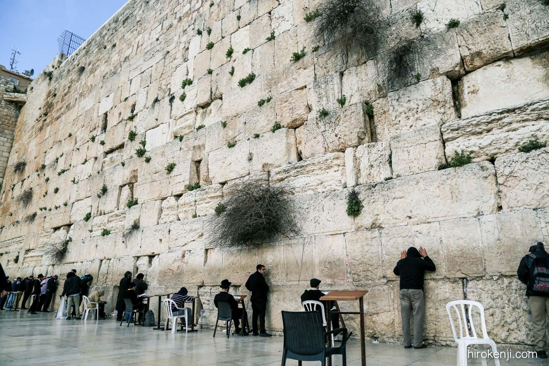 聖地エルサレム「嘆きの壁」を繰...